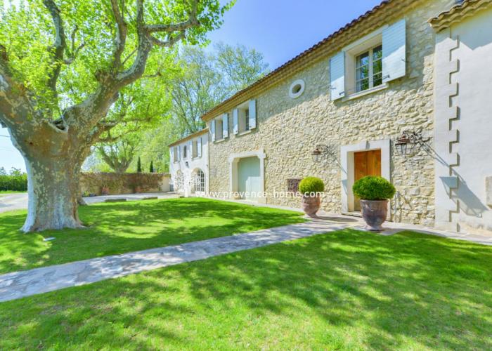 Stenhus till salu i Le Thor. Lubéron, Provence, Vaucluse