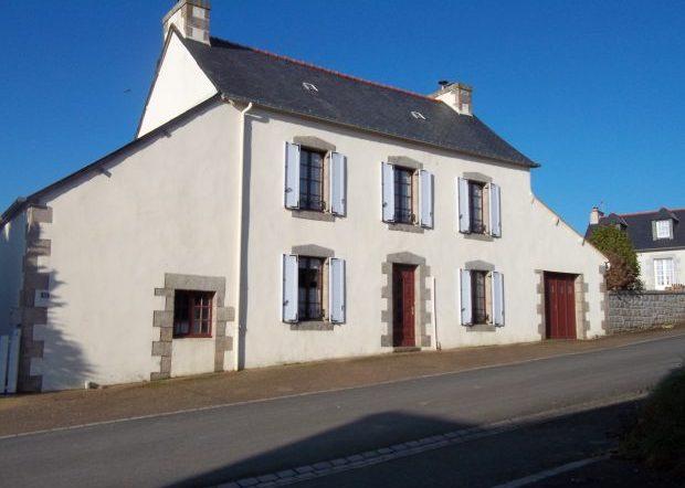 Huelgoat hus säljes i Bretagne
