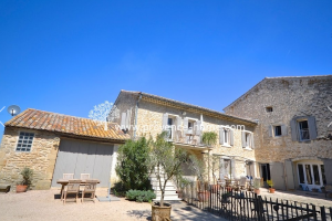 Gårdshus till salu i Robion, Lubéron. Köpa gårdshus i Provence. France Bostad
