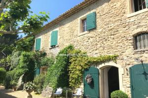 Charmigt hus säljes i Gordes. Köpa hus i Provence! Hus till salu i Vaucluse, Lubéron. Mäklare i Lubéron. Fastighetsmäklare i Vaucluse. Frankrike. Bostad.