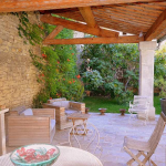 Byhus till salu i Provence. Hus säljes i Cabrières d'Avignon i Vaucluse. Köpa bostad i Vaucluse. Mäklare i Lubéron. Frankrike. Köpa hus i Vaucluse.