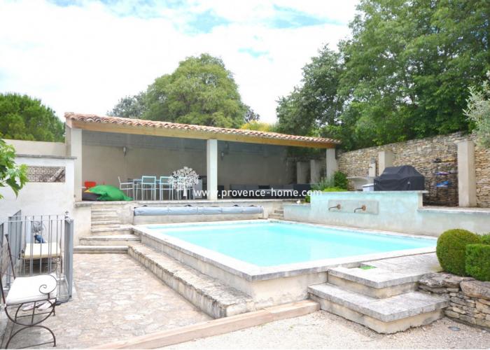 Köpa hus i Provence? Hus till salu i Lagnes, Vaucluse, Provence.