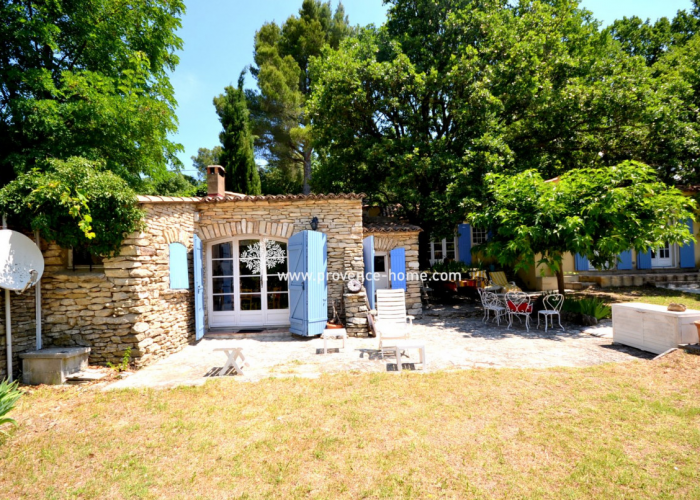 Köpa hus i Provence - Hus till salu i L'Isle-sur-la-Sorgue
