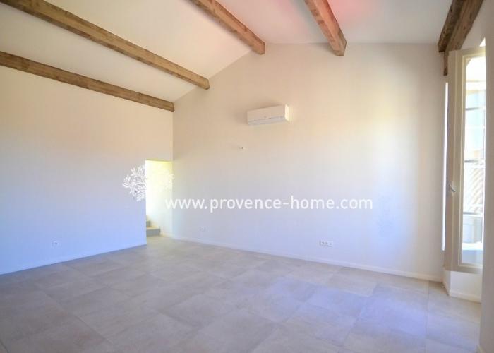 Köpa lägenhet i Provence. Lägenhet till salu i Lubéron, Vaucluse. Semesterlägenhet i Provence.