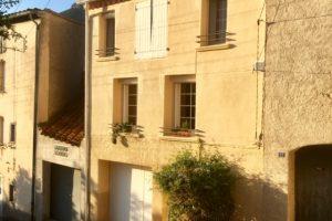 Charmigt vinbondehus till salu i Maury i Pyrénées-Orientales i Occitanie. Huset har kvar sin härliga franska charm men har fått svensk bekvämlighet.